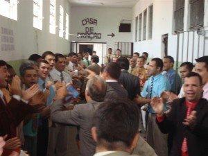 Os detentos que servem a Jesus na PEJ fizeram uma calorosa recepção aos pastores e obreiros que participaram do batismo