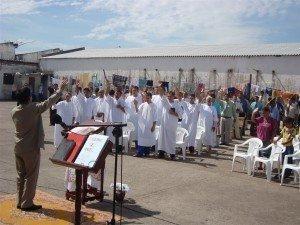Os novos crentes não perderam nenhuma oportunidade e glorificaram a Jesus em todos os momentos