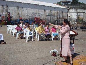 Cantora Ana Schimitt louvou a Jesus