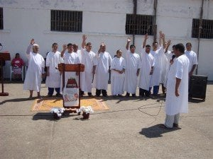 O batismo foi oficiado pelo Pr. Carlos Alberto, de Guaíba/RS, que também auxiliou os candidatos no momento da confissão de fé