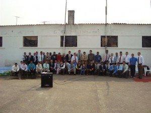 Obreiros e crentes da PEJ, com pastores e líderes que foram ao local realizar o batismo