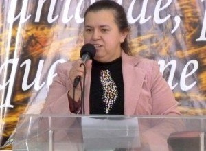 Após uma fratura, Deus deu à irmã Marlene Abreu uma coluna nova!