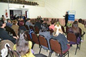 Muitas pessoas estavam presentes na inauguração da unidade