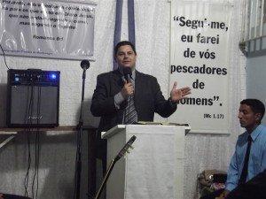Ev. Marcos Mattos, encarregado da Área Montenegro, participou do culto de Santa Ceia