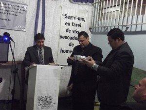 No centro, Dc. Cristiano Gonçalves, responsável pelo trabalho em presídios da Região Serra Gaúcha