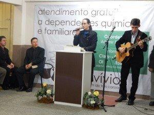 O psicólogo Rodrigo Vansconcelos e sua esposa, irmã Josinéia, também ministraram o louvor