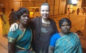 Mãe do irmão Louis, do Nepal (à esquerda)