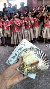 Jornal é usado como guardanapo e até prato aqui na Índia