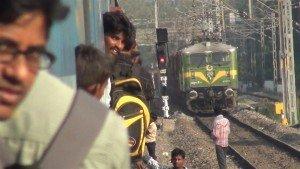 Durante a viagem, o trem para muitas vezes