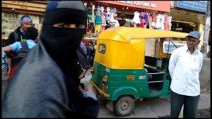 """Rikixá e muçulmanos existem """"a varrer"""" aqui em Bangalore..."""