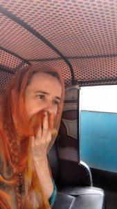 Poluição do ar obriga a gente a carregar sempre a manta e usá-la como máscara