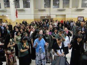 Durante os momentos de oração, os presentes abriram seus corações para que o Senhor fizesse a Sua obra