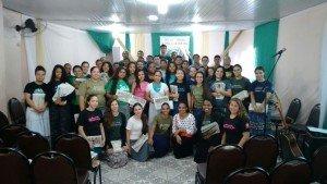 Jovens que estiveram presentes no grande evangelismo