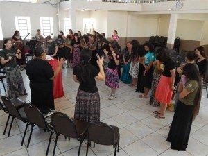Dcª Tanize Lourenço, esposa do líder da Área, deu início ao retiro com uma palavra de abertura e oração