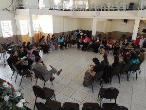 As moças tiveram um momento com o Pr. Carlos Alberto, quando interagiram, fizeram perguntas e tiraram dúvidas
