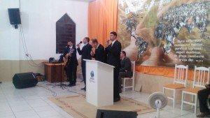 Momento de adoração com o grupo externo do Desafio Jovem de Três Coroas