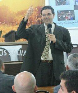 Participação do Pr. James Schimitt Vieira, Superintendente de Ensino do Ministério Restauração