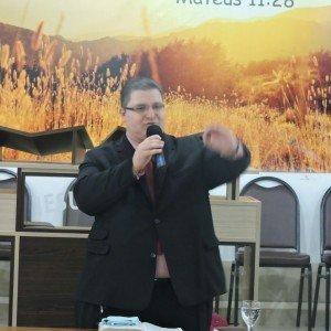 Pr. Mateus Pereira, encarregado da Área Caxias do Sul, ministrou a Palavra de Deus