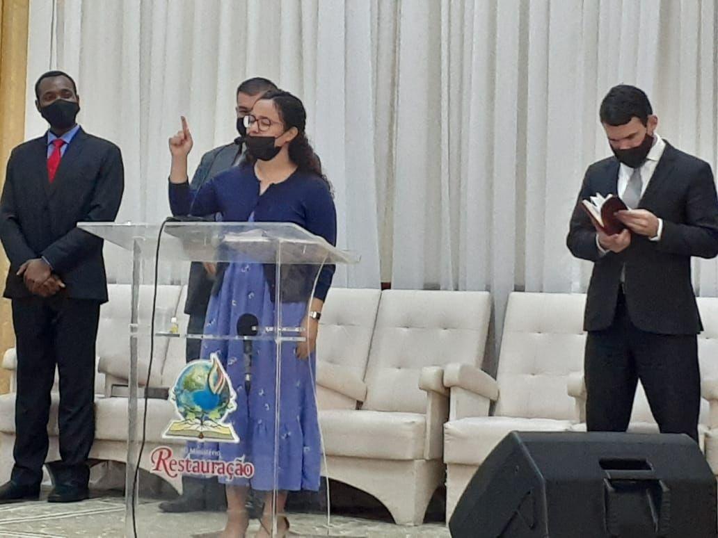 Jovem Paola Cruz, de Porto Rico, foi a preletora do culto