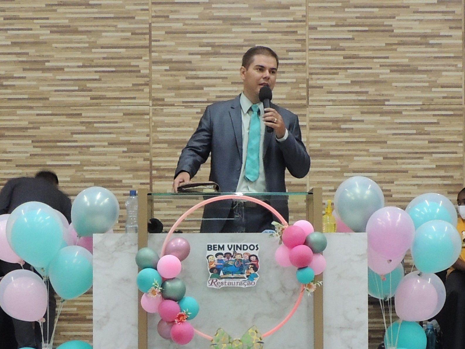 Pb. Roger Farias, ministrou no encerramento do retiro