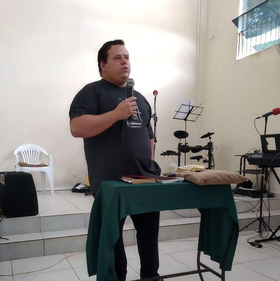 Ir Adriano Gomes, ministrou para os jovens