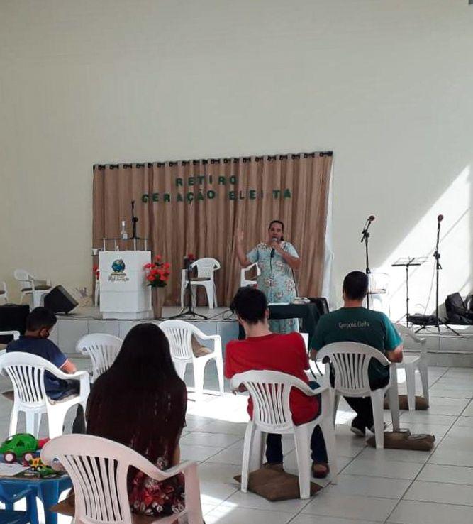 Irmã Zayne da Silva, também esteve ministrando para os jovens