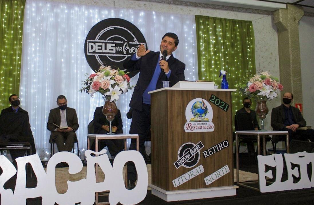 Pr. Humberto Schimitt Vieira ministrou aos jovens no sábado.