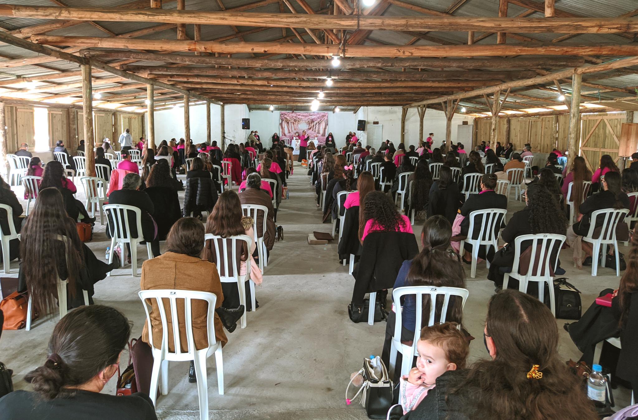 Com distanciamento adequado e seguindo todos os protocolos sanitários vigentes, 209 irmãs reuniram-se para buscar a Deus.